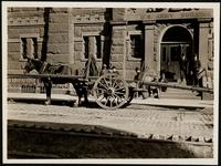 New York City: horse cart outside the U.S. Army Building, 39 Whitehall Street, 1906.
