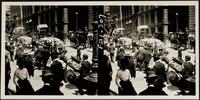 New York City: vendors outside the Mills Building, Broad Street and Exchange Place, 1907. Stereograph.