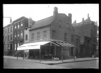 Brooklyn: Wageman's grocery, [68 Hicks Street, southwest corner of Cranberry Street, 1922.]