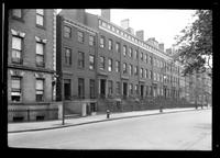 Manhattan / Brooklyn: [unidentified block of townhouses, undated.]