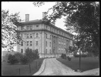 Unidentified campus building, New York University [Bronx campus], Bronx, undated [ca. May 1916.]