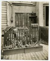 [75 Bedford St. 'narrowest house'].