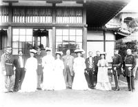 William Howard Taft, Alice Roosevelt, and unidentified aides and officials, Shiba Palace, Japan, undated [1905].