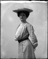 Unidentified woman [Roxane Lansing?], undated [circa 1900-1910].