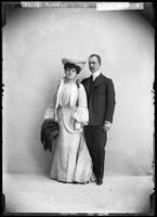Fritzie Scheff and unidentified man, undated [circa 1900-1910].