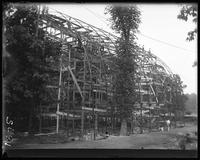 Aviary under construction by W. S. Tyler Co. of Cleveland, Ohio, New York Zoological Gardens [the Bronx Zoo], Bronx, N.Y., 1899.