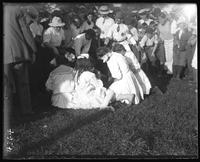 Young girls' shoe race, Orchard Beach, Bronx, N.Y., 1907.