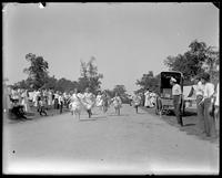 Girls' race, Orchard Beach, Bronx, N.Y., 1909.