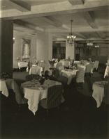 Dining room in the Hotel Sulgrave, 67th Street and Park Avenue, New York City.