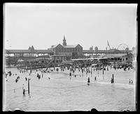 Beachgoers at Coney Island, Brooklyn, New York City, undated (probably August 6, 1898).