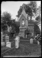 Monument on the grave of Barney Williams, Green-Wood Cemetery, Brooklyn, New York City, undated (ca. 1890-1910).